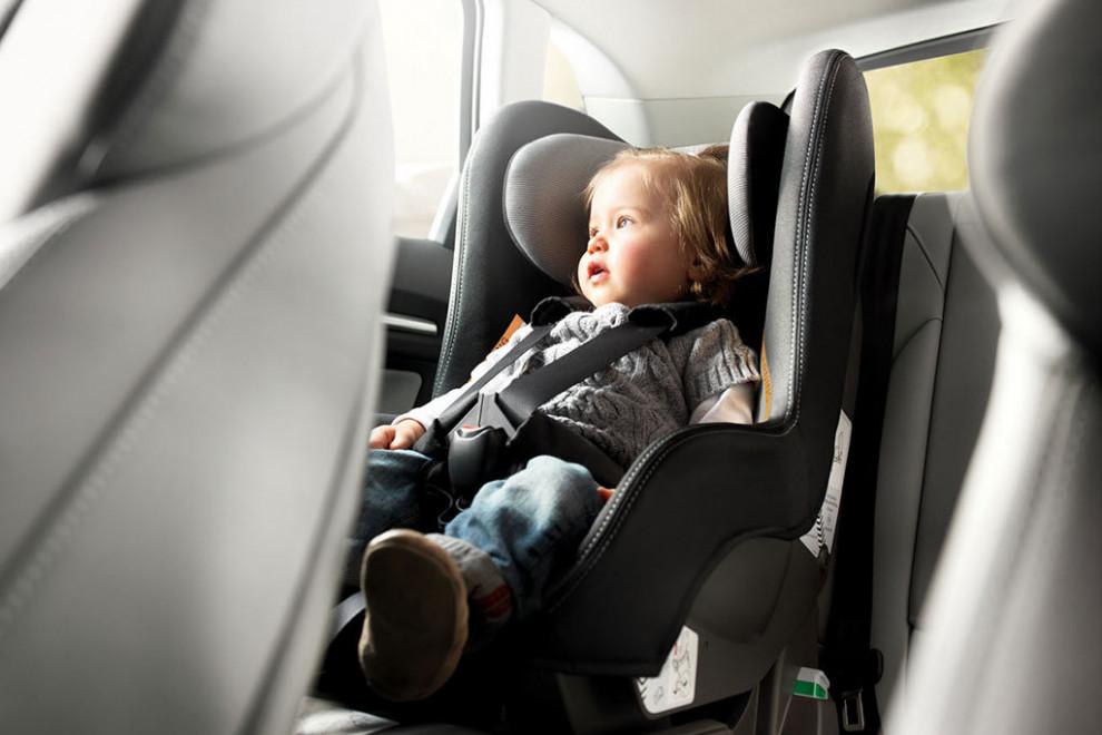 Consejos seguridad para que bebés viajen coche