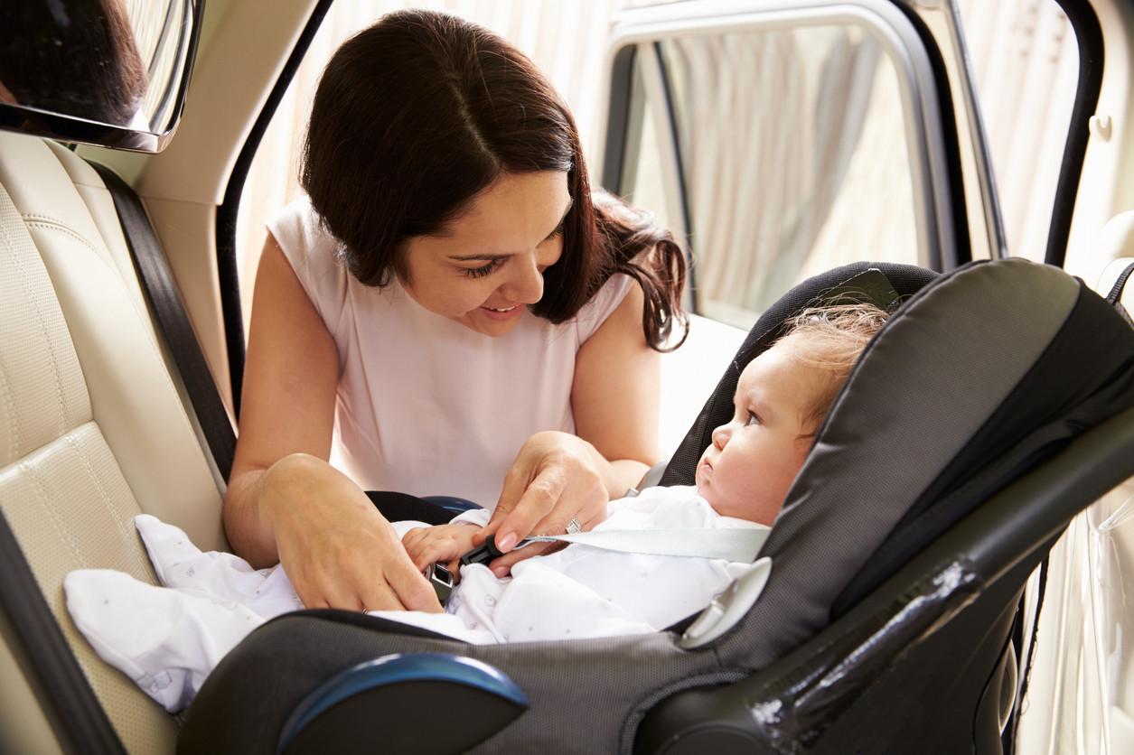 Bebé coche acompañado